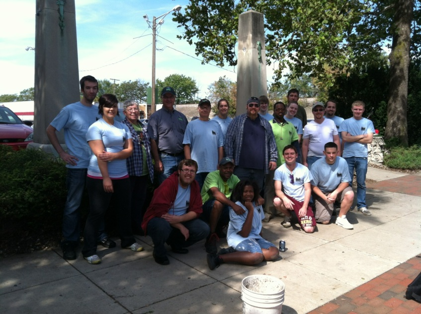 Clean-and-Green-Volunteers-Outside